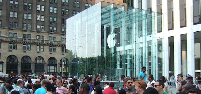 Первые слухи о старте продаж iPhone 5S и iPhone 5C.