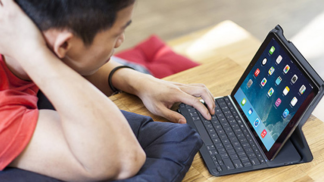 Logitech представила чехол-клавиатуру для iPad Air